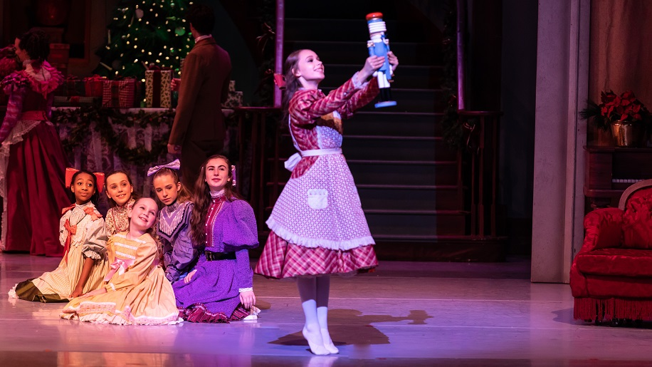 children from Nashville's Nutcracker on stage
